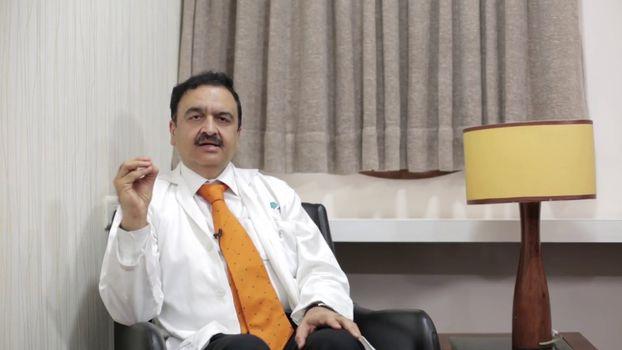 Dr Vinit Suri, Neurologist