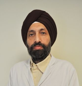Dr Aman Popli, Dentist