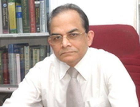 دکتر Siddhartha Ghosh ، جراح مغز و اعصاب