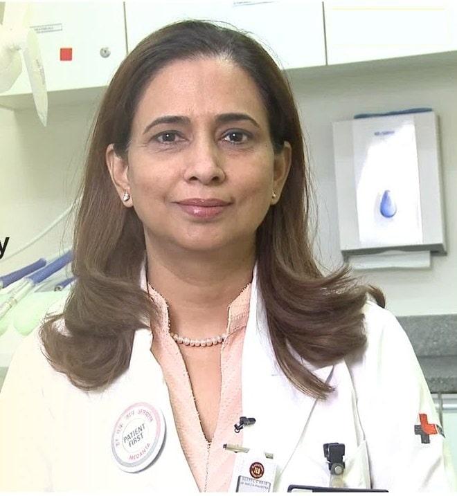 دکتر امریتا گوگیا ، پریودنتیکس
